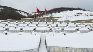 Téli hangulat a Racak faluban levő emlékműnél