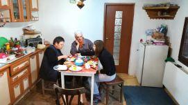 Szombaton együtt reggeliztünk, Katalin sok finomsággal, egészséges étellel kínált