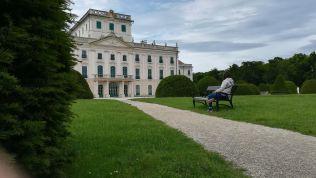 Merengő A fertődi (Magyarország) Esterházy-kastély udvarán