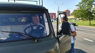 Augusztus 26-án csak délelőtt 10 órakor hagytuk el házigazdánk panellakását. A 24-es számú busszal becammogtunk a belvárosba, de még ezelőtt András (a.k.a. Bundurel) megcsodálta az Uázt… :)