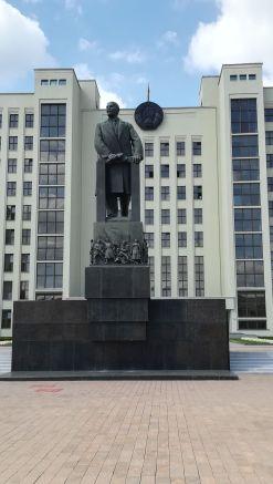 Lenin sok helyen üdvözölt bennünket
