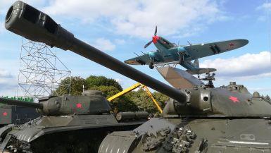A második világháborúban harcolt szovjet katonák emlékére állított Mound of Glory közvetlen közelében egy kis kiállítással leptek meg bennünket… :)