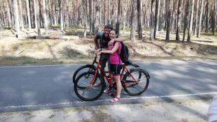 Biciklit béreltünk, s azonnal kezdődött is a flört Bundurel (alias András) és Bibi között... :)