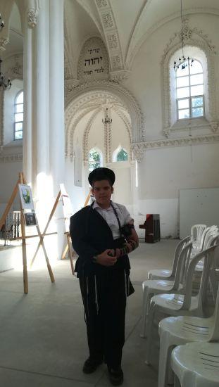 A felújítás alatt levő zsinagógában is jártunk