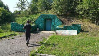 Sikerült bejutni. Kicsi a bejárat, vajon mekkora lehet ez a bunker?