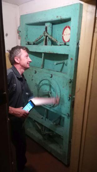 A főajtó. A Shchuchyn környékén levő bunker tavaly nyártól látogatható. Háború esetén a közelben levő katonai légi bázist irányították volna innen