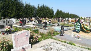 Útban Navahrudak fele egy temetőt is meglátogattunk. Mi feltűnő?