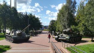 Műemlékek és emlékművek helyett szovjet tankok és harci helikopterek között