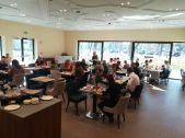Reggeli: családok, finom ételek, civilizált hangulat