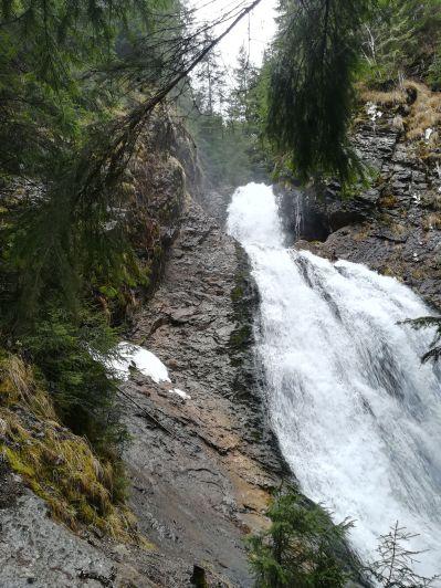 First stop: Vălul Miresei waterfall / Menyasszony fátyla vízesés