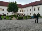 Kovács Gergely érsek celeberálja a misét a gyulafehérvári érseki hivatal udvarán