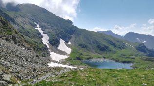 Vasárnap egy számomra járatlan útvonalon túráztunk Sallai János barátom kezdeményezésére: Bâlea-tó (kocsival Cârţişoara faluból a Bâlea-vízesésig, majd drótkötélpályás felvonóval a Bâlea-tóig), majd Zerge-nyereg (Şaua Caprei). Innen Buteanu-csúcs, majd a élen le egészen a szerpentines útig
