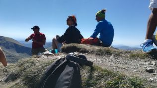 Fülhallgatóval a Moldoveanu-csúcsra