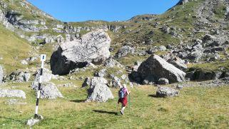 Ez már a Bucsecs-hegység. Hám Péter kiváló ötlete alapján a Ialomiţei-barlangtól és kolostortól indultunk el az Omu-csúcsra