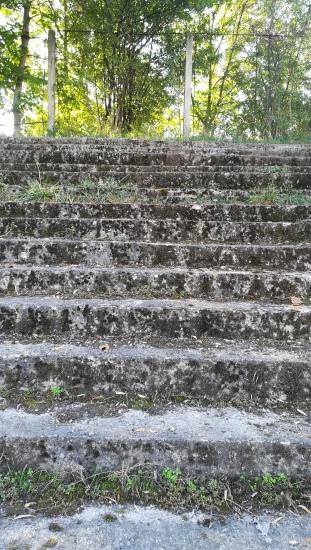 A Sun sporttelep irányából több helyen lépcső vezet a Kis-Szamos partjára. Miért szüntették meg a lejárót?