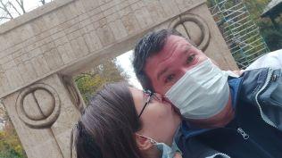 Puszi Târgu Jiuban a Csók kapujában. Aki csak ennyit érdemel...