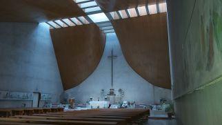 A hajókázás után (Croaziere Danubius) brutalista stílusban épült katolikus templomra bukkantunk Orsovában...