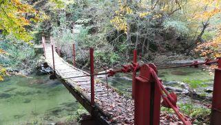 A hídon is át kell kelni