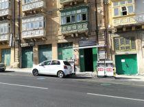 Mivel kevés a hely, ilyen egy töltőállomás a Floriana lakónegyedben