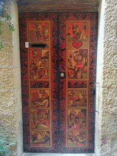Csak egy bejárati ajtó