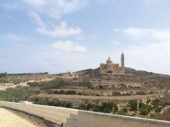 Bár adott pillanatban az út véget ért, az elektromos biciklinek köszönhetően a Gozo szigetén található Ta 'Pinu elnevezésű Boldogságos Szűz Nemzeti Kegyhelyéhez is sikerült eljutnom. Jó na, Vallettából katamaránnal jutottam el a szigetre…